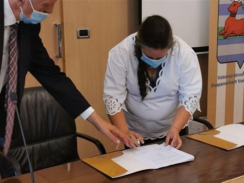 U Palači Srijem potpisani Ugovori s dva OPG-a (5).jpg